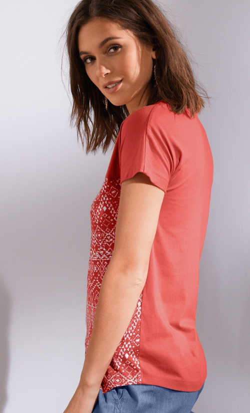 Moderné tričko so spadnutými ramenami