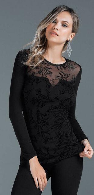 Čierne dámske tričko pokryté elastickou sieťovinou