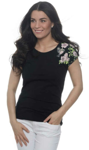Čierne dámske letné tričko s kvetinovou potlačou na jednom rukáve